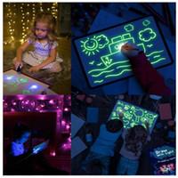 LED لعب الطفل رسم لوحة الكتابة على الجدران الفلورسنت مضيئة التعادل مع ضوء المرح لغز رسومات لعبة سحر