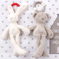Lindo bebé cuna cochecito conejo conejo conejito oso peluche suave muñeca infantil cama móvil niño animal anillo colgando color al azar al por mayor