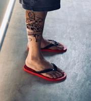 2020 여름 루비 플립 플랫 레드 바닥 남자 샌들 슬라이드 스터드 샌들 트렌디 한 패션 소년 야외 해변 플립 플롭 EU38-46