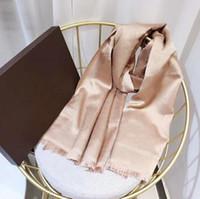 Venta caliente de la bufanda de seda para mujer de la manera del hombre 4 estaciones del mantón bufandas con la letra Tamaño 180x70cm 6 Altamente calidad Color