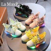 Tamaño 21-30 zapatillas de deporte que brillan Boy Deportes Cordones de malla Chidlren zapatos casuales zapatos transpirables bebé LED luces intermitentes niñas