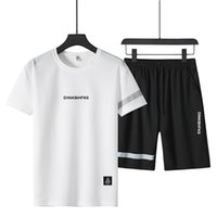 Erkek Yaz Şort Takımı Nedensel Plaj Kısa Kollu Pantolon Sweatpant Eşofman Artı boyutu İki Adet Suit Giyim Takımları