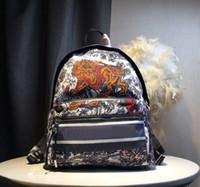 حقيبة الظهر الرجال النساء حقائب اليد الفاخرة المحافظ الأزياء حقائب السفر صغيرة القادمون الجدد مصمم عالية الجودة 30X 15x42cm قطرة شحن