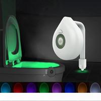 LED Klozet Kapağı Gece Işığı Hareket Sensörü WC Işık 8 Renkleri Değiştirilebilir Lamba Pil Klozet Çocuk 10104 için Arka Işığı Powered