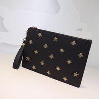 En kaliteli çanta Erkekler Debriyaj Çantalar moda tasarımcısı çanta işlemeli arılar hakiki deri çanta boyutu W31 * h21cm modeli 495.066