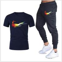 망 디자이너 Tracksuit 스포츠웨어 세트 스트라이프 2019 여름 캐주얼 통기성 티셔츠 + 반바지 남성 의류 2 개 세트 스포츠