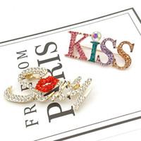Bling Bling Carta de la broche de las mujeres Carta beso atractivo broche del traje de solapa joyas de moda precio al por mayor