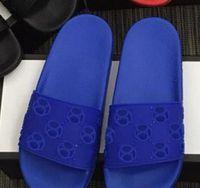 Tasarımcı klasik delik ayakkabılar kauçuk terlik sandalet erkek ve kadın terlik moda plaj ayakkabıları düz kaymayan terlik