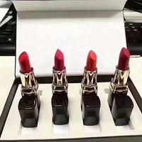 Conjunto de lápiz labial de maquillaje caliente 4pcs / set labios de maquillaje labios mate lápiz labial 4color palitos de labios maquillaje cosmético 4pcs / set