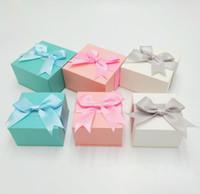 الأزياء والمجوهرات هدية مربع مع القوس لطيف جميل الأزرق الوردي الأبيض قلادة حلقة أقراط هدية عيد ميلاد صناديق 6 * 6cm و7.5 * 7.5CM 8 * 8CM الحجم