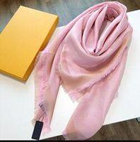 Nouveaux Designer Avec Scarfs Motif Quatre saisons écharpe pour les femmes multiples Utilisez célèbre Châle Echarpes 4 Couleur Taille 140x140cm avec boîte-cadeau