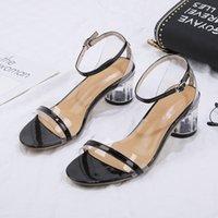 الأحذية النسائية كلمة مشبك عالية الصيف كعب الكريستال جديد كعب حذاء سميك الصنادل شفافة المرأة