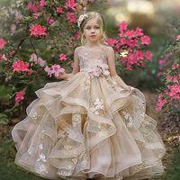 Impressionante Lace A linha Tiered Vestidos menina para o casamento Appliqued Criança Pageant Vestidos Bateau Sheer Pescoço Backless Crianças Prom Dress