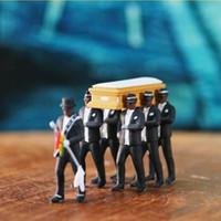 1:64 alta simulazione di plastica Ghana Funeral Coffin Danza azione Pallbearer modello di team esecuzione squisita Figura Decor Car