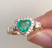 王女ホワイトサファイアゴールドエメラルド宝石ダイヤモンドハートリング女性のウェディングエンゲージジュエリー