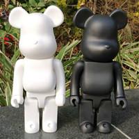 CALIENTE 28cm Bearbrick evade pegamento negro. Blanco y rojo Oso Figuras juguetes para coleccionistas ser @ Rbrick Art Work Trabajo Decoraciones Decoraciones Niños Regalo