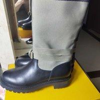 أزياء نمط جديد اوروبا كلاسيكي فاخر مصمم المرأة أحذية الأزياء والأحذية الخريف منقوش جلد اللون مطابقة الأحذية المطرزة الرسائل