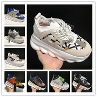 Versace Top Quality Homens Mulheres Plataforma Sapatos Chaussures Triplo Preto Boné Branco Rosa Vintage Leather Trainers Passeio ocasional Sneakers