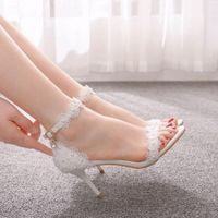Кристаллический Женская обувь рыбы рот ботинки платформы женщина тонкий каблук белые кружева свадебное платье невесты насосы Пряжка насосы