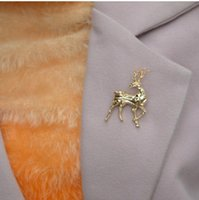 woman Big corsage for party Fawn brooch golden look back at animal series exquisite high jewelry brooch female brooch 9