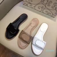 La venta caliente V-pedal de sandalias de verano 2020 femeninos zapatos de hebilla nueva V planas antideslizantes zapatos deslizadores de la palabra de playa