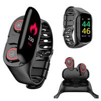 M1 스마트 손목 밴드 시계 이어폰 Smartwatch 2 in 1 방수 심박수 탐지 혈압 모니터 긴 대기 스포츠 여성 남성용 팔찌 Andriod