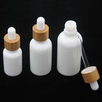 Opal Botella de cristal blanca 15ml 30ml 50ml con gotero de bambú 1oz botellas de aceite esencial de madera porcelana