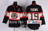 맞춤형 시카고 Blackhawks 하키 유니폼 # 19 Jonathan Toews Jersey 겨울 클래식 블랙 컬러 저지 C 패치 자수 모든 이름 모든 번호