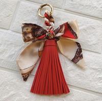 Женская ключевая цепь держатель ручной ткани шелковый шарф кожаный кисточка сумка кулон ювелирные изделия Корейский модный автомобиль брелок оптом