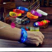 7 colori Sound Control Led lampeggiante bracciale Light Up del Wristband musica attivato giocattolo Notte luce Attività di Club Party Bar discoteca Cheer