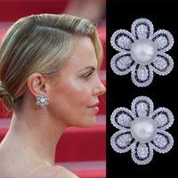 Stud Godki 21mm flor imitación perla completa micro cúbico zirconia pavimento mujeres compromiso nupcial garabato de joyería adicción