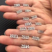 """1 пара из нержавеющей стали из нержавеющей стали Goar Post STED Серьги Gold Color Number Message """"2010"""" - """"1980"""" Женщины мужские ювелирные изделия подарок"""