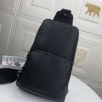 남성용 어깨 가방 2021 도매 가죽 핸드백 무료 배달 핫 판매 스타일 솔리드 컬러 체크 무늬 콤팩트하고 편안한
