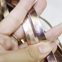 2m Pu cavo di cuoio della Rosa Oro Argento di colore corda lustro in pelle per i monili del braccialetto che fa 5/8/10/15 20 / 25mm risultati / Flat String
