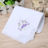 Luxo Algodão Lenço Mulheres lenços bordados Lace Flor lenço floral cor aleatória pano Ladies Handkerchief Tecidos