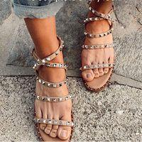 2020 Nuovo Rivet Forte piatto Donna Sandali Moda Scarpe Leggero antiscivolo Sabot estate delle donne Designer borchie Sandali