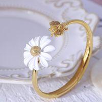 Luxo Designer Jóias Mulheres Pulseira Branco Daisy Bangle Cobre com Ouro Banhado Flower Brincos Elegante Gargantilha Jóias Terno Fashion Bijoux