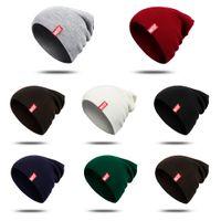 الرجال الشتاء قبعة قبعة ماركة مصمم المرأة رسالة محبوك قبعة أزياء زوجين الدافئة skullies قبعة الفتيات الفتيان