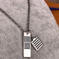 Nouveau collier de charme noir Collier en chaîne en émail Nouveau carré Titanium Steel Clavicule Collier Unisexe Collier Bijoux