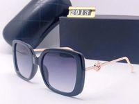 2020 أحدث المواد المستوردة الاستقطاب العلامة التجارية الأوروبية النظارات الأزياء الرجال النساء مصمم النظارات الشمسية المرأة إطار كبير في الهواء الطلق الشمس
