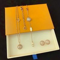 أوروبا أمريكا نمط مجوهرات مجموعات سيدة النساء محفورة v الأحرف الأولى الماس كامل نصف جولة قلادة سوار أقراط مجموعات 2 اللون