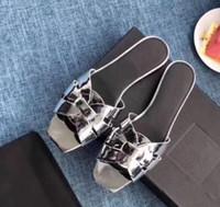 Le nouveau design classique à bout ouvert petit bout carré sandales en cuir verni vachette, doublure en pierre à l'intérieur en peau de mouton peau de vache rembourré