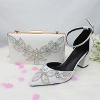 zapatos de vestir zapatos de boda blanca BaoYaFang granos de la perla Mujer del partido de punta estrecha plaza grueso tacón alto y el conjunto de la bolsa con cierre de tiras