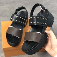 Kadın Sandalet Laureate Platformu Sandalet Sırlı Buzağı Deri Patent Tuval Tasarımcı Çivi Kadınlar Ayakkabı Kalın Alt Parti Sandal Kutusu Ile