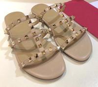 2021 Nouvelle mode Femme Rivet Appartement Espadrilles Chaussures Décontractées Sandales En cuir Chaussons plats FLIP FLOP FLOP 35-42