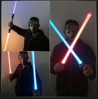 أدى ضوء عصا الاطفال لعب اللمعان lightsaber 2 قطعة / المجموعة التحول متعدد الألوان الليزر الليزر السيف اللعب الصوت والضوء للفتيات الصبي