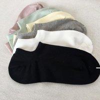 2021 Мужская Носка Мода Женщины и Мужчины Повседневная Высокое Качество Носки Письмо Дышащие 100% Хлопок Спорт Оптом Оптом