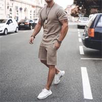 Короткие рукава футболки и шорты Повседневная Мужчины Конструктор Sprots Фитнес 2 Peice Комплекты Одежда Летние мужские костюмы