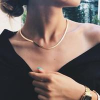 Новая мода Короткие ключицы цепи ожерелье Колье Золото Серебро покрыло плоский змея цепи ожерелье для женщин девушки партии Рождественский подарок
