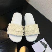 Mules Sandales Perles Sliders stuffies Top qualité en peau d'agneau noir plat blanc Chaussons plage des dames en caoutchouc Tongs avec la boîte